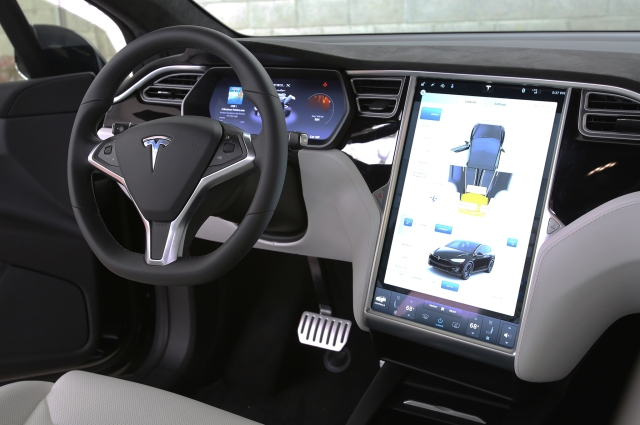 2016-Tesla-Model-X-interior.JPG.jpg
