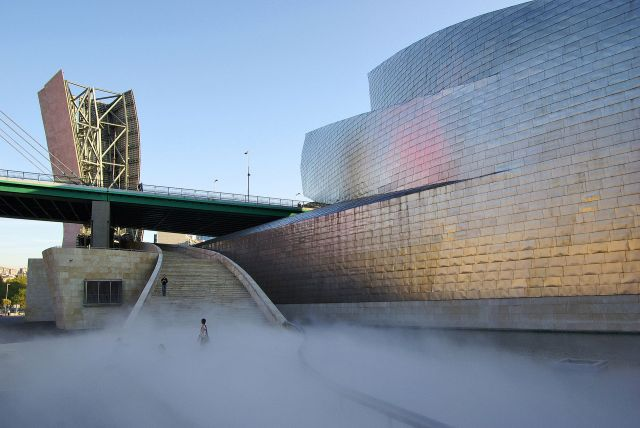 Guggenheim_Museum_Bilbao_fog_installation