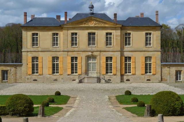 Chateau-de-Villette-France-habituallychic-003-1024x683