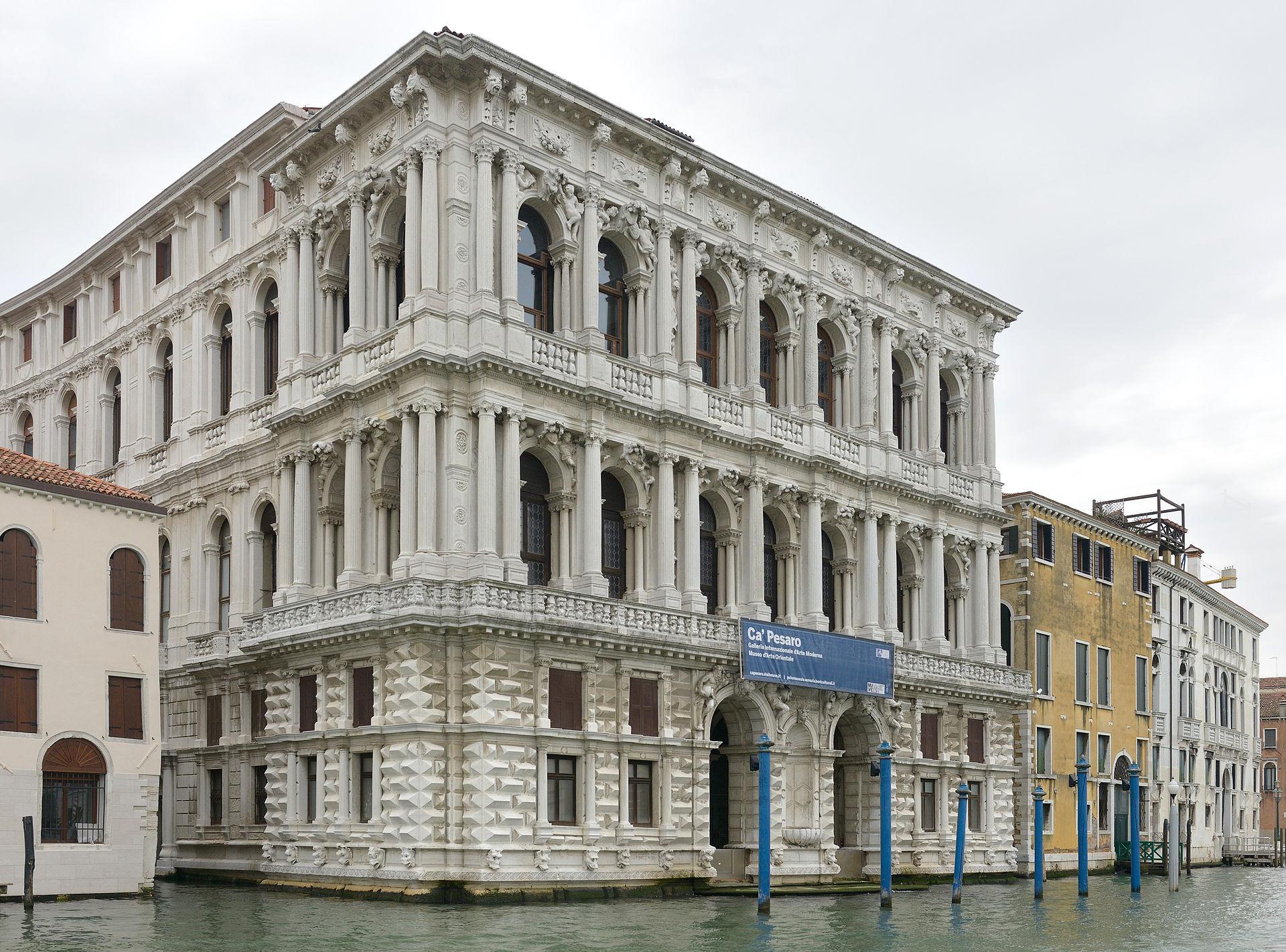 Ca'Pesaro_di_Baldassarre_Longhena_facciata_sul_Canal_Grande