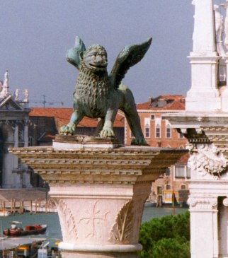 Lion_of_Venice_on_column_in_Piazzetta_Venice